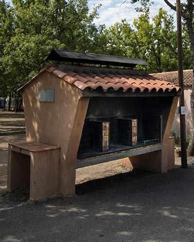 camping-les-salles-sur-verdon-camping-les-ruisses-gorges-du-verdon-lac-st-croix-bbq-3